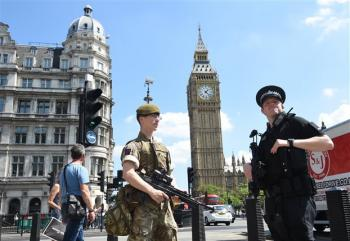 Λονδίνο : Αυτοκίνητο έπεσε στα κάγκελα του κοινοβουλίου