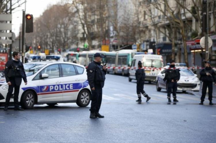Ένας νεκρός και δύο τραυματίες σε επίθεση στο Παρίσι
