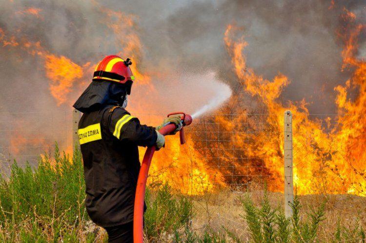 Οι «κοκορομαχίες» για τις φωτιές και η απαιτούμενη εθνική συσπείρωση