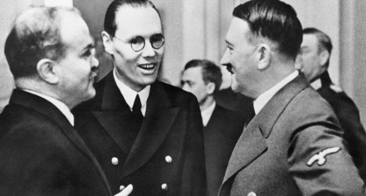 23 Αυγούστου 1939. Η υπογραφή του...περιβόητου συμφώνου «Ρίμπεντροπ-Μολότοφ»