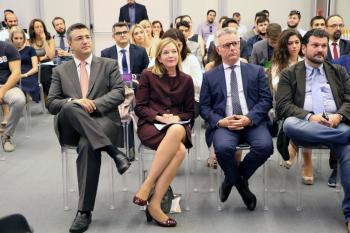 Ο Απ. Τζιτζικώστας και η Marie Royce στη Διεθνή Διάσκεψη για τις Ελληνοαμερικανικές Σχέσεις