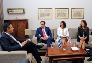 Συνάντηση του Απόστολου Τζιτζικώστα με κλιμάκιο Αμερικανών αξιωματούχων του Λευκού Οίκου