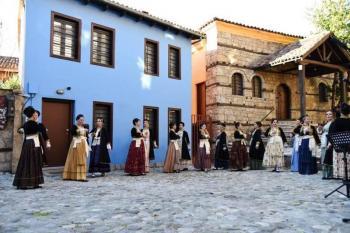 Λύκειο των Ελληνίδων Βέροιας : Ελάτε να χορέψουμε