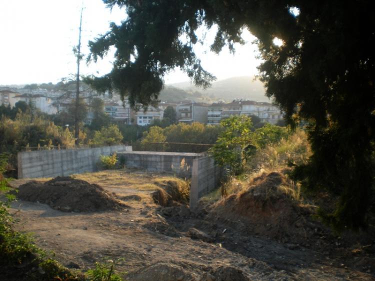 Σεβασμό στο περιβάλλον ζητούν κάτοικοι της πλατείας Θ. Ζωγιοπούλου