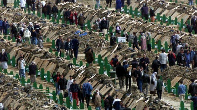 Εν μέρει υπεύθυνοι για τη σφαγή 300 μουσουλμάνων στη Σρεμπρένιτσα οι Ολλανδοί