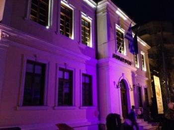 Φωτισμός του Δημαρχείου Βέροιας σε ροζ απόχρωση σήμερα