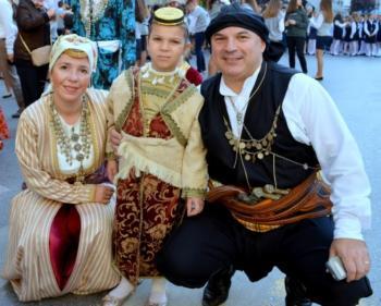 Φωτοστιγμές παράδοσης από την παρέλαση των πολιτιστικών συλλόγων της Βέροιας
