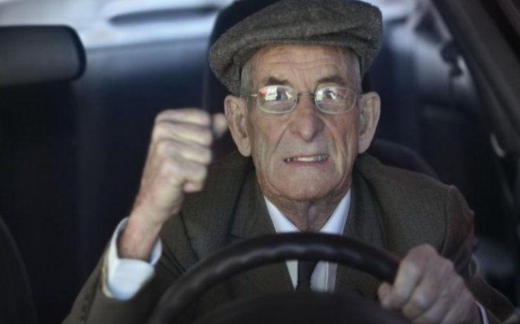 Θα εμπιστευόσασταν τη ζωή σας σε έναν...85χρονο οδηγό αεροπλάνου;
