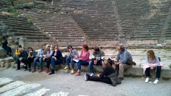 Εκπαιδευτική επίσκεψη των «Φίλων του Πολυκεντρικού Μουσείου Αιγών και του Δικτύου του» στους Δελφούς