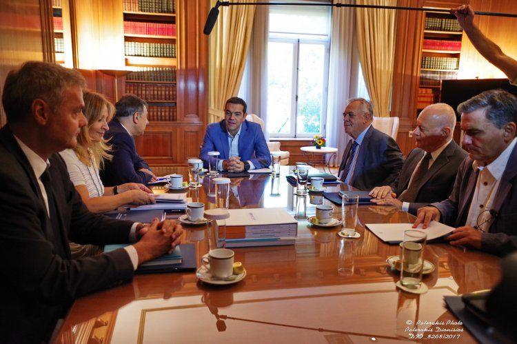 Συνάντηση του προέδρου της ΕΣΕΕ και του ΕΒΕΠ Β. Κορκίδη με τον πρωθυπουργό Α. Τσίπρα