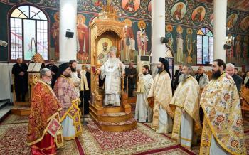 Αρχιερατική Θεία Λειτουργία στον Ιερό Ναό των Αγίων Κωνσταντίνου, Ελένης και Οσίου Νικοδήμου στη Βέροια