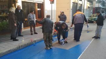 Διαγράμμιση των θέσεων στάθμευσης ΑΜΕΑ στο κέντρο της Νάουσας