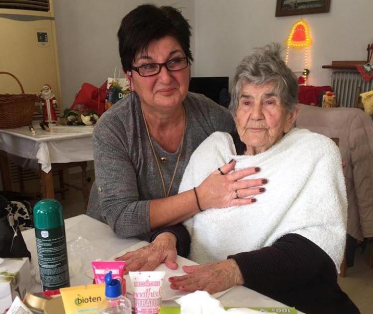 Στιγμές χαλάρωσης στους τροφίμους της Μονάδας του Γηροκομείου Νάουσας από το τμήμα γυναικών της Ε.Λ. Χαρίεσσας