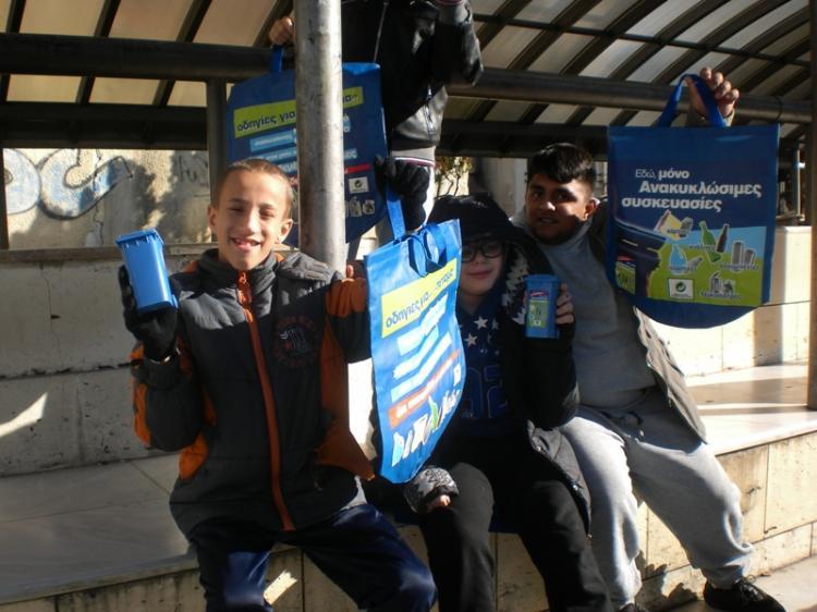 Ενημερωτική εκδήλωση για την ανακύκλωση στην πλατεία Δημαρχείου Βέροιας για μαθητές δημοτικών σχολείων