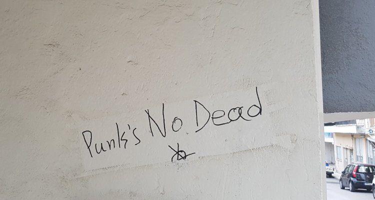 Μια ανορθόγραφη επιστροφή στην εποχή των...punks