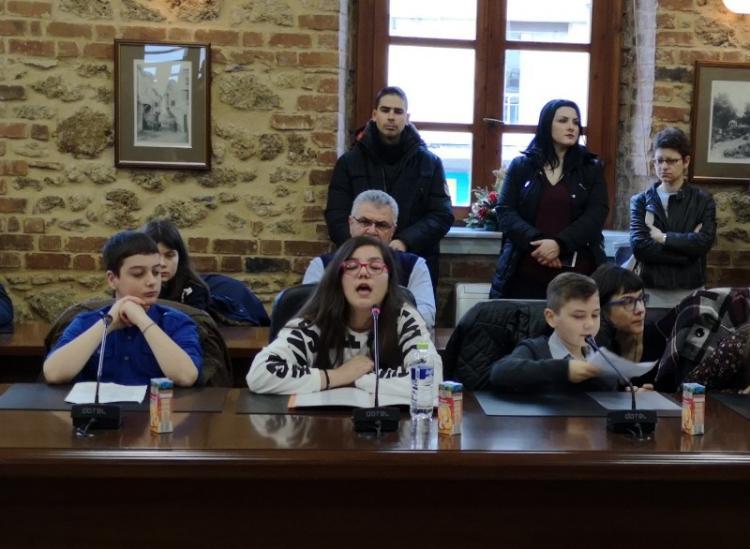 2ο Δημοτικό Συμβούλιο Παίδων : Τα…παιδία συνεδριάζει στο δημαρχείο Βέροιας!