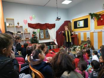 Η Βασιλική Νευροκοπλή στο δημοτικό σχολείο Κουλούρας «έκλεψε» τις καρδούλες των μικρών μαθητών