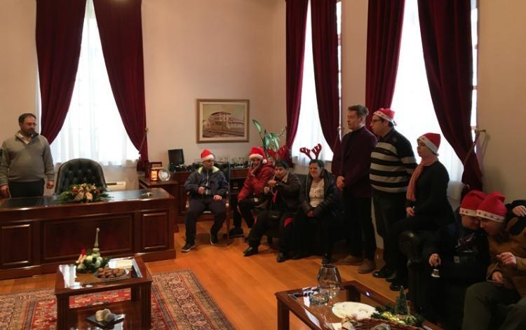 Χριστουγεννιάτικα κάλαντα κι ευχές στο Δήμαρχο Βέροιας