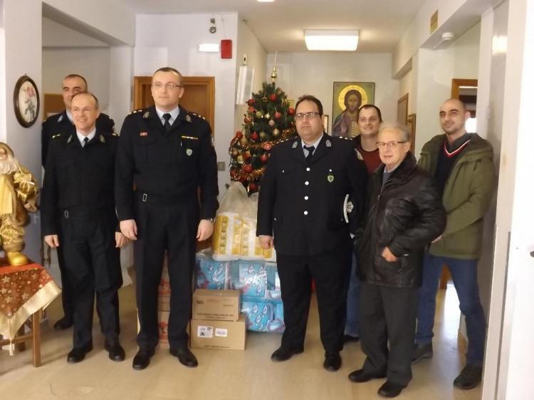 Είδη πρώτης ανάγκης προσφέρθηκαν από τους αστυνομικούς της Δ/νσης Αστυνομίας Ημαθίας σε φιλανθρωπικά ιδρύματα