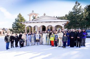 Με λαμπρότητα πανηγύρισε ο Άγιος Σεραφείμ του Σαρώφ στο Χιονοδρομικό Κέντρο στο Σέλι