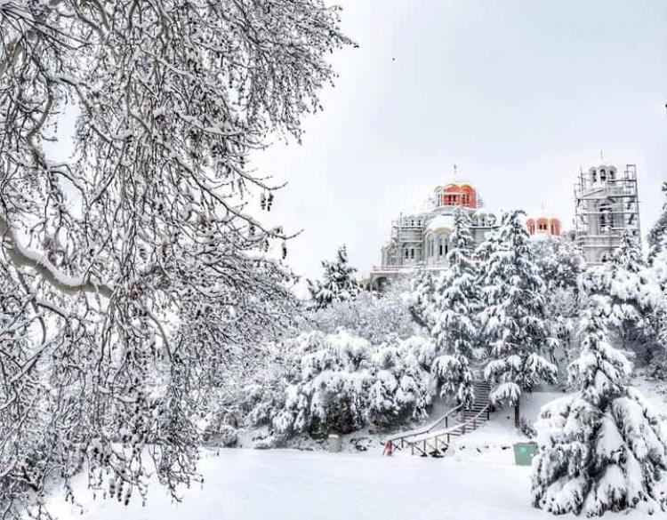 Ο πάλλευκος Ναός του Αγίου Λουκά στη Δοβρά!