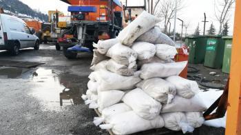 Δύσκολη η μάχη με το χιόνι και τον παγετό στο Δήμο Βέροιας, αλλά κανένας δρόμος δεν έμεινε κλειστός