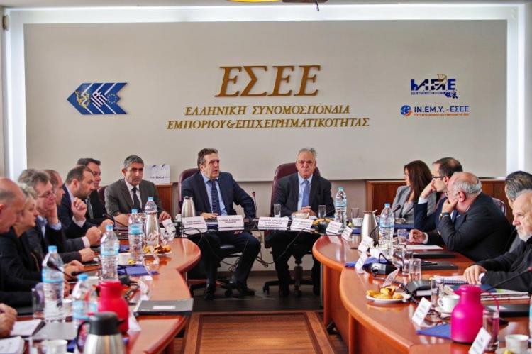 Δέσμευση για στήριξη της μικρομεσαίας επιχειρηματικότητας σε συνάντηση Καρανίκα-Δραγασάκη