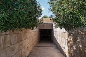 Μετά το σάλο που προκλήθηκε, η κυβέρνηση αφαιρεί από το Υπερταμείο αρχαιολογικούς χώρους και μνημεία