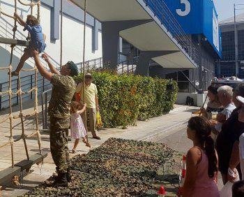 Οι Ένοπλες Δυνάμεις κοντά σε μικρά και...μεγάλα παιδιά!