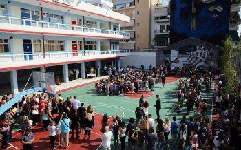 Πρώτο κουδούνι χθες για τη νέα σχολική χρονιά με χιλιάδες κενά