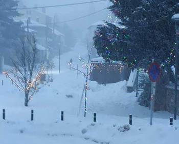Χιόνια στο καμπαναριό που...Απόκριες σημαίνουν!