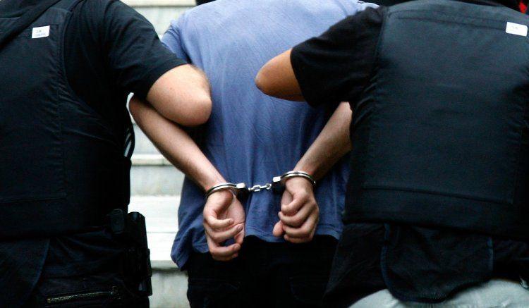 Συνελήφθη 51χρονος, εκκρεμούσαν σε βάρος του 2 εντάλματα σύλληψης και 3 καταδικαστικές αποφάσεις!