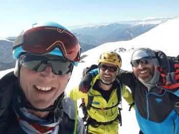 Δύο Ναουσαίοι στην εκδήλωση για το ορειβατικό Ski «Snow Leopard Day» στο Βαρνούντα