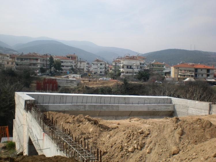 Προχωρούν οι εργασίες κατασκευής της γέφυρας Κούσιου, ολοκλήρωση εντός του χρονοδιαγράμματος προβλέπει ο μηχανικός