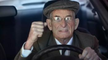 Ο Χρήστος Σπίρτζης θα έκανε τον εξεταστή ανανέωσης διπλώματος σε αυτοκίνητο...80χρονου;