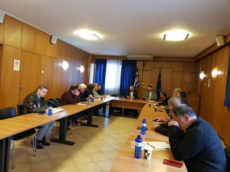 Σύσκεψη στο ΥΠΑΑΤ για την εγκατάσταση αυτόματων πωλητών φρεσκοστυμμένου χυμού σε δημόσιους χώρους