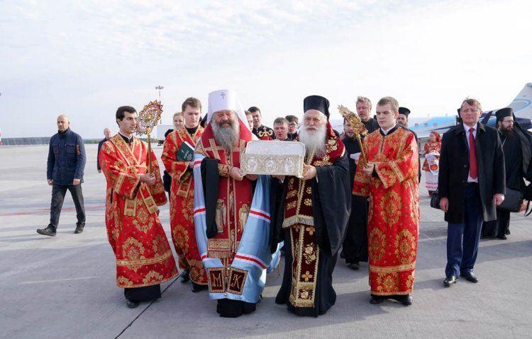 Τα ιερά λείψανα του Αγίου Δημητρίου του Μυροβλύτη μετέφερε ο Μητροπολίτης Βεροίας στο Αικατερίνμπουργκ