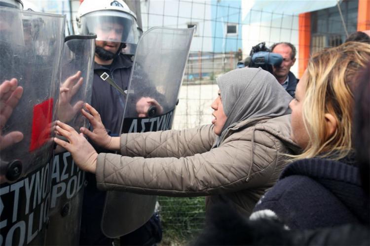 Η τακτική του Πόντιου Πιλάτου της ελληνικής κυβέρνησης απέναντι στους πρόσφυγες!
