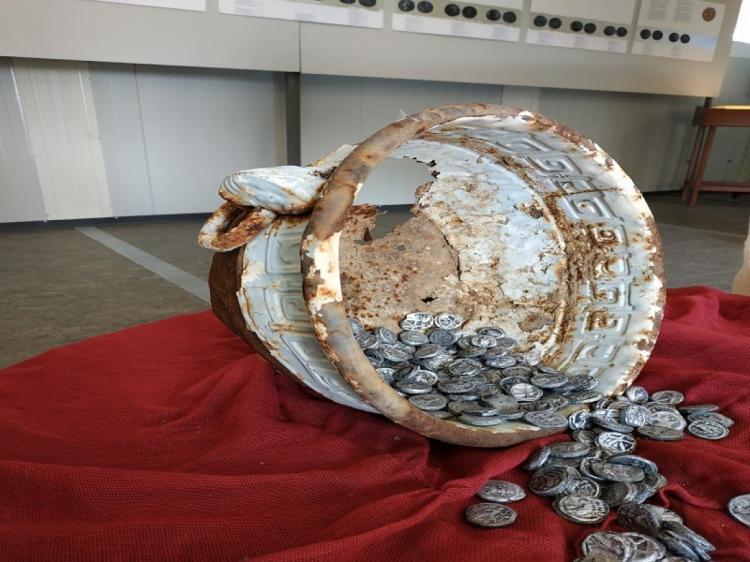 «Το Ελληνικό χαρτονόμισμα – Ιστορικές μαρτυρίες, Το νόμισμα στον Αρχαίο Ελληνικό Κόσμο», μεταφέρεται στην Αντωνιάδειο Στέγη
