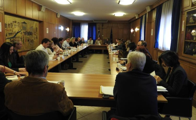 Διυπουργική σύσκεψη στο ΥπΑΑΤ με τη συμμετοχή παραγωγικών φορέων για το ενδεχόμενο επιβολής δασμών από τις ΗΠΑ σε ελ/κά αγρ/κά προϊόντα