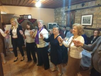 Οι γυναίκες του Συλλόγου Βλάχων Βέροιας  τσούγκρισαν τα αυγά τους