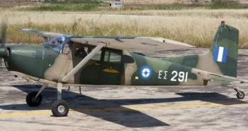 Εκπαιδευτικό αεροσκάφος του στρατού ανετράπη κατά την προσγείωσή του στο αεροδρόμιο της Αλεξάνδρειας