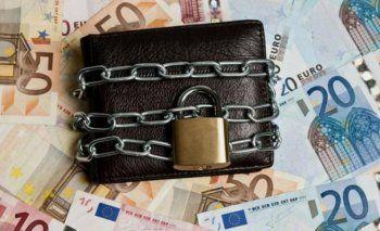 Κατασχέσεις : Το μεγάλο ριφιφί της εφορίας σε καταθέσεις και εισοδήματα