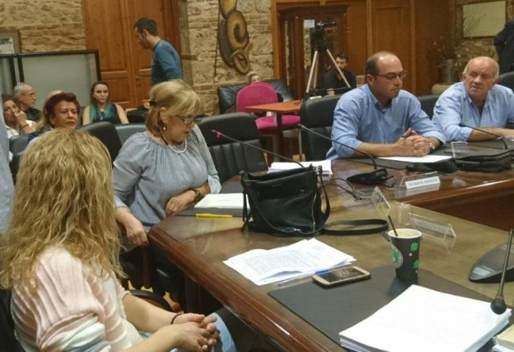 Αίτημα άμεσων παρεμβάσεων στις πλατείες Ωρολογίου και Πλατάνων από πολίτες του Δήμου Βέροιας