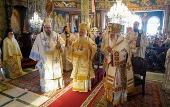Τρισαρχιερατικό Συλλείτουργο για την πανήγυρη της Αγίας Φωτεινής στη Νέα Σμὐρνη
