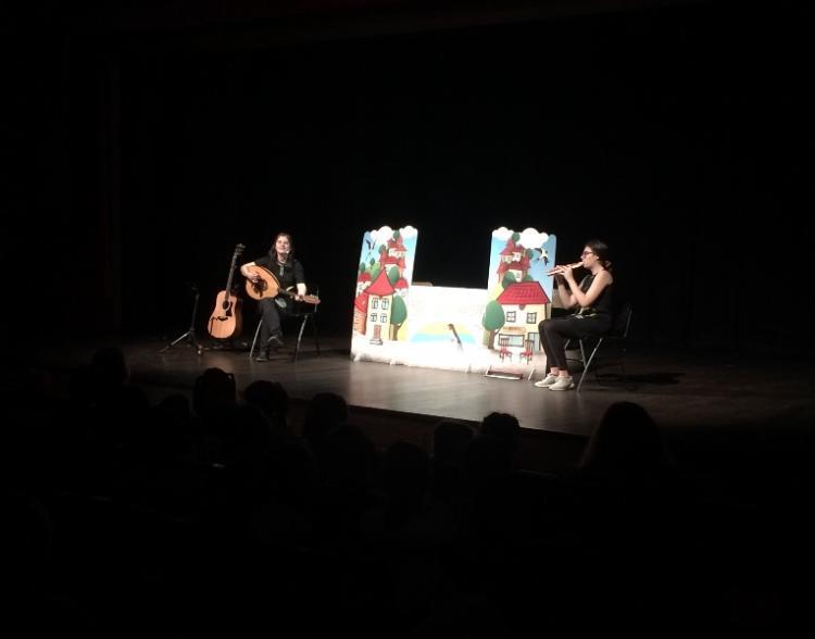 Παρακολούθηση παράστασης κουκλοθέατρου από «Τα Παιδιά της Άνοιξης»