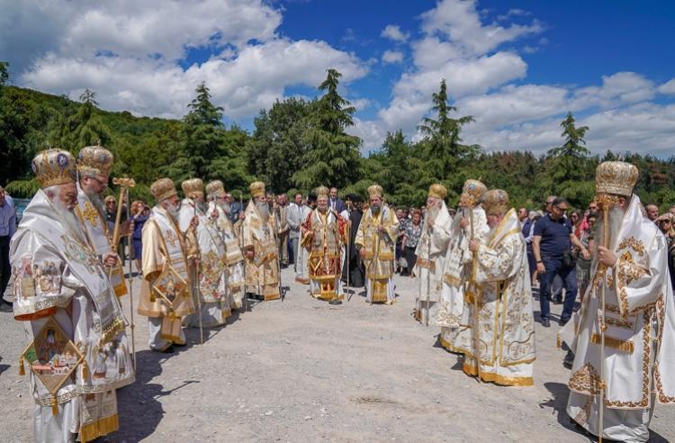Πολυαρχιερατικό Συλλείτουργο επί τη εορτή της μετακομιδής των ιερών λειψάνων του Αγίου Λουκά στην Ι. Μ. Παναγίας Δοβρά Βεροίας