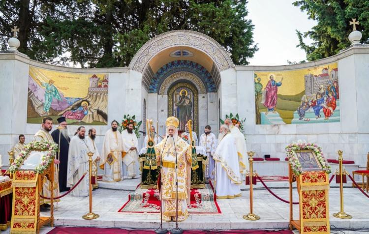 ΚΕ΄ Παύλεια : Έναρξη των λατρευτικών εκδηλώσεων με Αρχιερατική θεία Λειτουργία στο Βήμα του Αποστόλου Παύλου