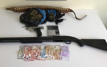 Σύλληψη 47χρονου στην Θεσσαλονίκη για κατοχή ναρκωτικών και όπλων