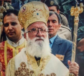 Όταν ο μακαριστός μητροπολίτης Σταυροπηγίου Αλέξανδρος Καλπακίδης ανέγειρε μεγαλοπρεπή ναό στον Εύοσμο με χρήματα από ...ανακύκλωση!